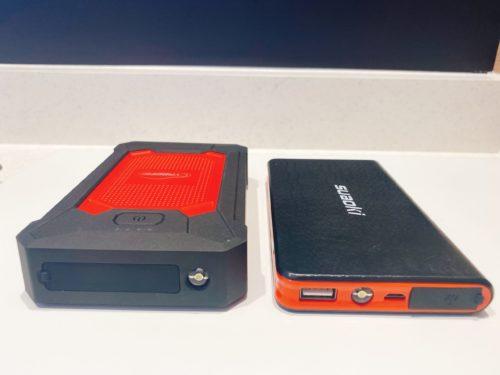 左が「YABER YR200」右が「suaoki U2」のモバイルバッテリージャンプスターター